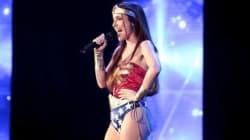Lo spogliarello di Wonder Woman e il giapponese che canta