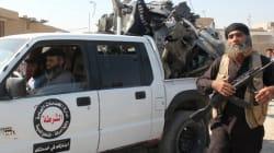 Drapeaux noirs, parades en armes et terreur, la vie sous l'Etat