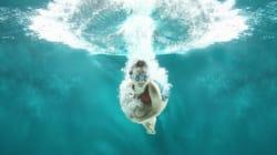世界一深いプールは、まるで地下世界に通じる穴のようだ(動画・画像)