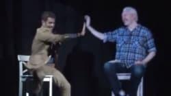 Julian Assange en hologramme tente un
