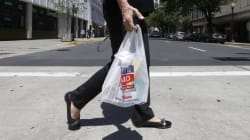 Brossard interdira les sacs de plastique dès