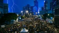 Des dizaines de dissidents en faveur des manifestants à Hong Kong arrêtés en