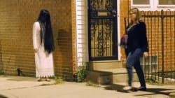 Une enfant démoniaque les poursuit dans la rue, quel cauchemar!