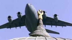 L'aviazione turca bombarda le postazioni dei curdi del
