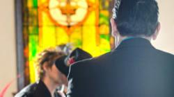 Saiba como convidar pessoas para seu casamento – e não o celular