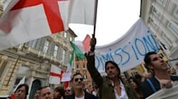 Cristiano De Andrè e Baccini guidano il corteo per chiedere le dimissioni di