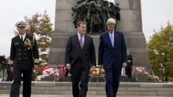 Attentats: John Kerry rend hommage aux soldats