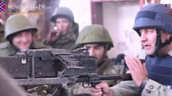 L'attore russo in trincea finge di sparare ai soldati ucraini