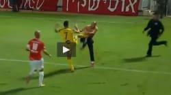 Maccabi-Hapoel. Tifoso invade e ingaggia un corpo a corpo con un