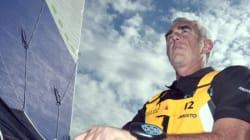 Loïck Peyron remporte la Route du Rhum et bat le record de