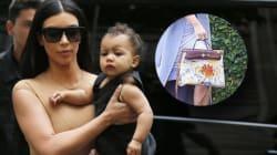 Kim Kardashian laisse sa fille colorier son sac