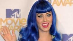 Ha i capelli blu, ragazza cacciata dalla scuola delle suore