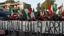Infernetto, la manifestazione di Casapound con Mario Borghezio contro i rifugiati