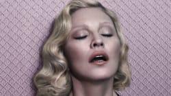 Madonna pose topless dans le magazine