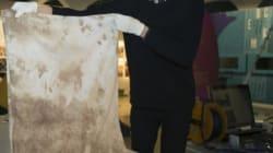 Malala expose son uniforme taché de