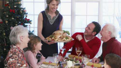 Cinq conseils pour passer à travers les soupers de famille sans y perdre sa santé