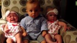 Un bébé rencontre des jumeaux pour la première