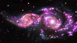 La collision de deux galaxies donne un splendide spectacle lumineux à la