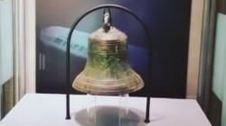 Exposition d'une réplique de la cloche du HMS Erebus au Musée royal de l'Ontario