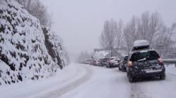 Les internautes, bloqués par la neige, photographient les