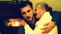 La photo Facebook d'un jeune Italien et sa grand-mère atteinte d'Alzheimer émeut des milliers