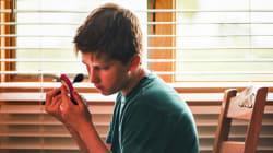 Luca ruba il rossetto alla mamma, Emma ama i supereroi