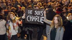 【パリ銃撃】「私はシャルリー」言論の自由の象徴、ペン掲げ世界で追悼デモ
