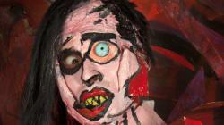 Au royaume du Botox, cette artiste fait des chirurgies plastiques à base de peinture