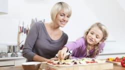 Qui nous apprend à cuisiner? Maman, papa ou...