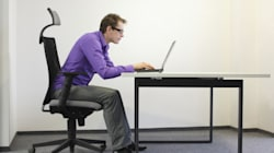 Assis au travail? 10 choses que vous ne devriez pas