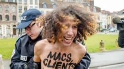 DSK accueilli par trois Femen à son arrivée au