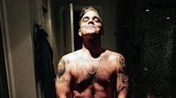 Robbie Williams pose nu sur Twitter pour se moquer de Kim