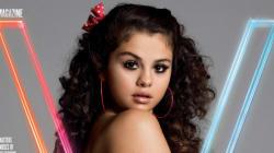 Selena Gomez topless et interviewée par James