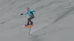 Il ne surfe pas, il