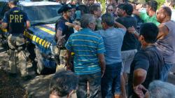 Caminhoneiro morre atropelado em manifestação no