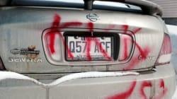 Graffiti raciste sur une voiture à