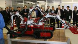 世界初「4つの手」を持つ災害用ロボット