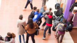 Ragazzina disabile aggredita e filmata in classe, l'insegnante non interviene