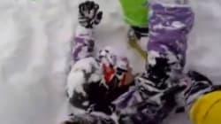 Il creuse pour sauver son ami coincé dans la neige après une