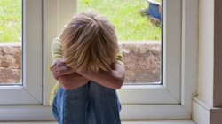 La mamma muore e lei a 6 anni veglia il corpo per due