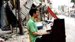 En Syrie, un pianiste réconforte les réfugiés avec ses