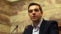 Tsipras riceve il primo invito ufficiale dalla Merkel. Ma prepara anche le valigie per