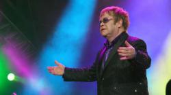 Elton John appelle à boycotter Dolce & Gabbana qui critique la fécondation in