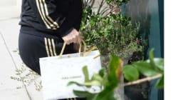 Cosa ci fa Elton John con una borsa Dolce&Gabbana?