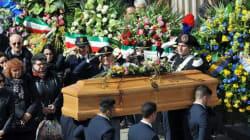 A Torino l'ultimo abbraccio a Orazio e Antonella, vittime dell'Isis