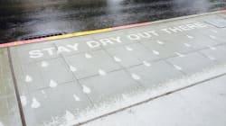 Artista cria arte secreta nas calçadas que só aparece quando