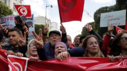 Tunisia in piazza per sconfiggere la paura. Renzi e Hollande in
