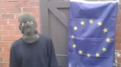 Il a voulu brûler le drapeau européen. Dommage pour