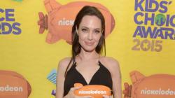 Pour sa première sortie post-opératoire Angelina Jolie était magnifique en Versus