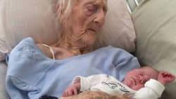 Hanno 101 anni di differenza. La foto della trisnonna con il nipotino commuove il